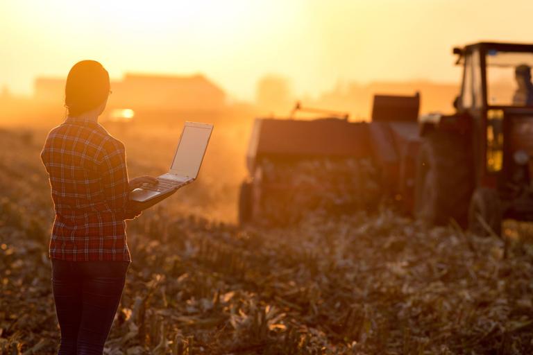 Fabricantes-maquinaria-agricola-digital-Uup