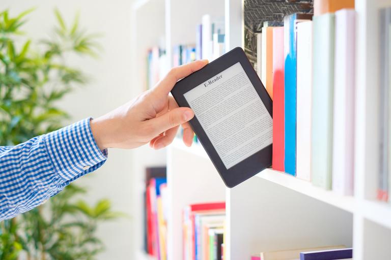 Los libros, sean en papel o ebook, siguen siendo una de las principales opciones para formarse