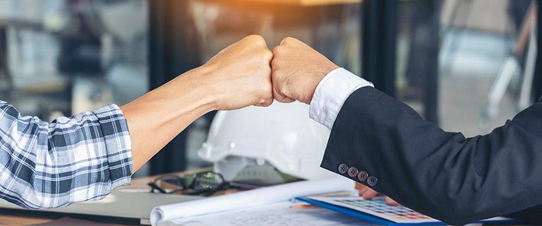 Equipos de marketing y comercial unidos en por el embudo de ventas