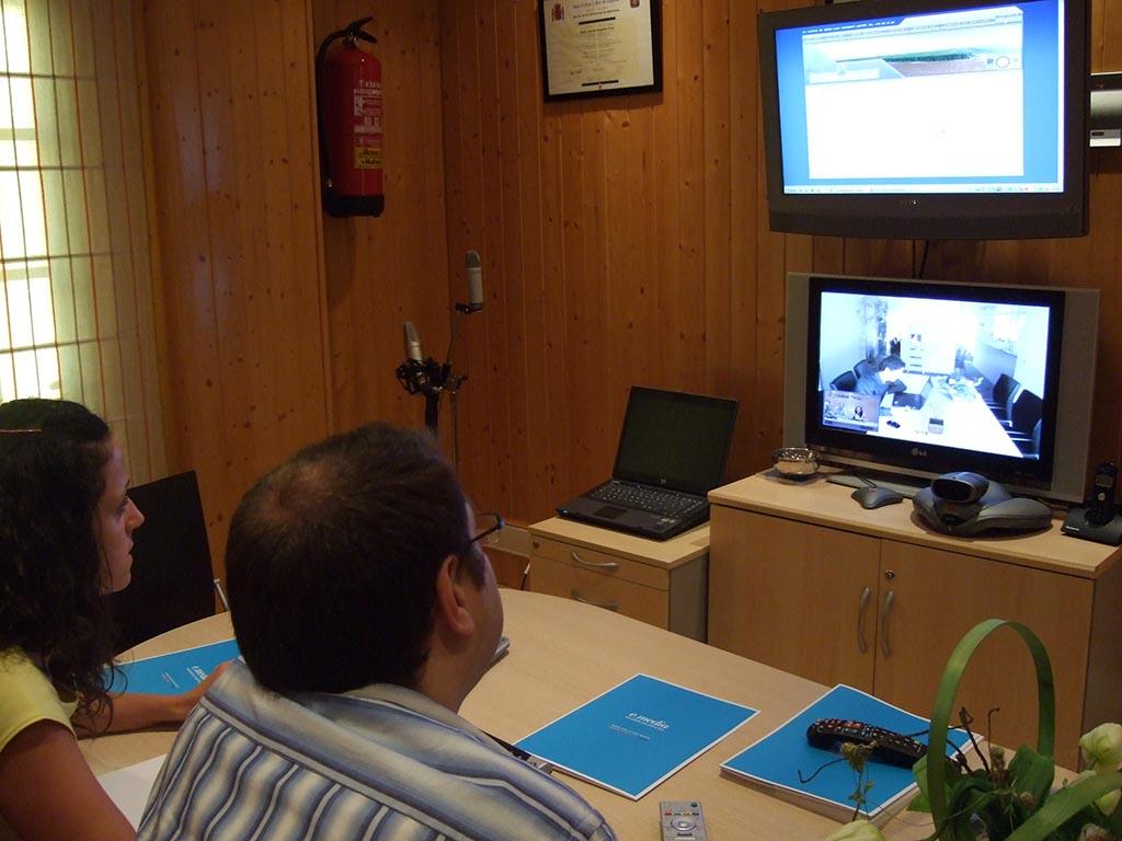 Mariajo y Pedro en una videoconferencia en 2008